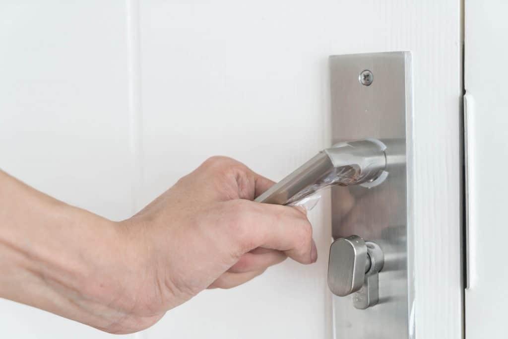 פורץ דלתות מומחה בגן יבנה